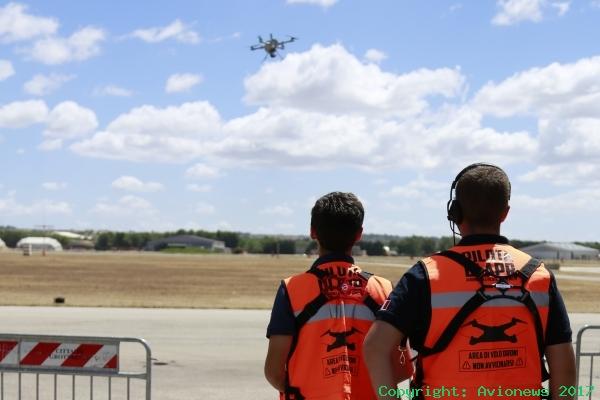 Dimostrazione con piloti Sapr nella sede IdS a Taranto-Grottaglie (foto IdS)