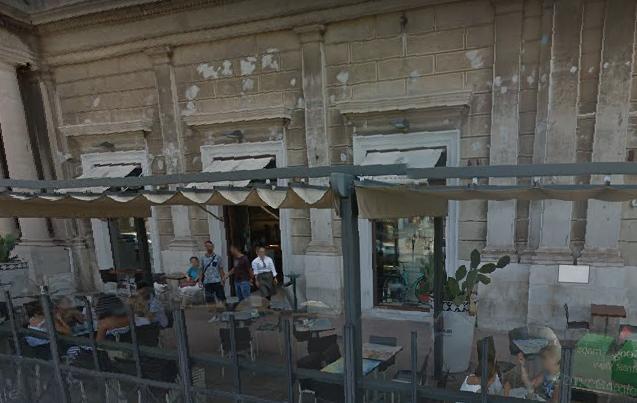 """5a2d8c3b87e9 """"Chiudono i negozi nel centro di Taranto"""